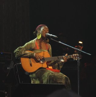 India Arie singing and playing guitar at the concert